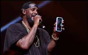 Finally The So Called King Of RnB R Kelly Is Making A Comeback With His Forthcoming Studio Album Buffet On November 20th